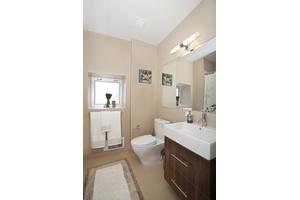 OUTSTANDING SHARE---3 BEDROOM 2 BATH in SOHO--MOTT/E.HOUSTON-