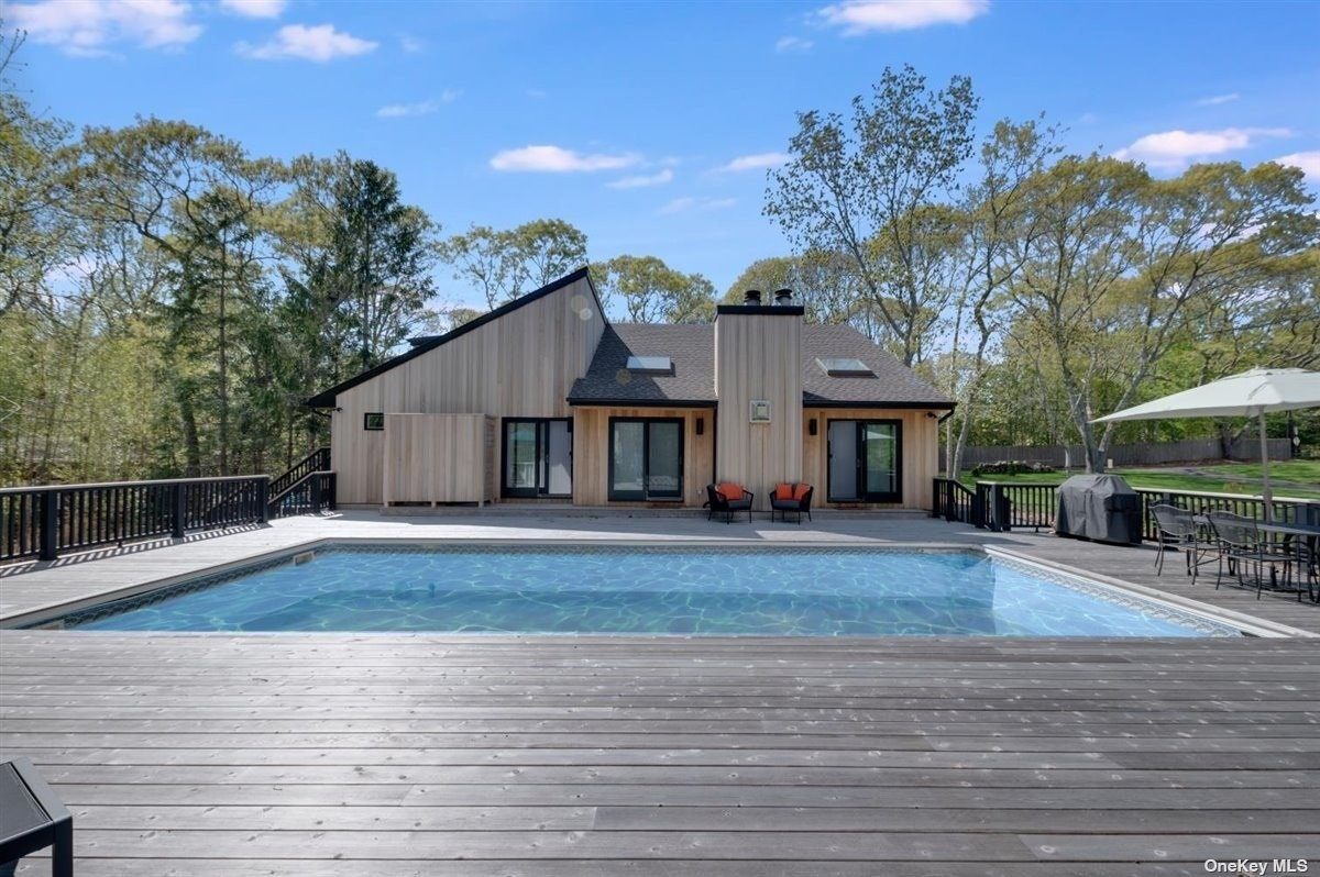 Massive deck for the perfect summer days