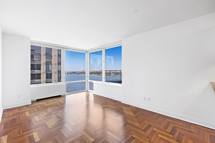 220 Riverside Blvd. Residence 29F New York, NY 10069