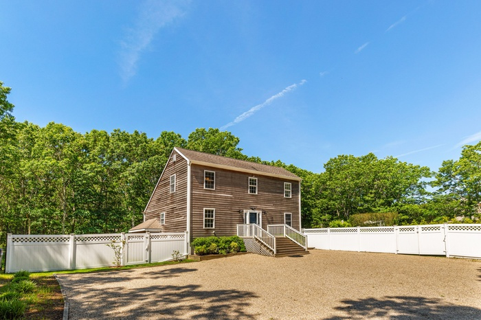 Amazing Opportunity with 4 Bedrooms on 1.4 acres in Southampton