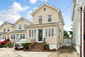 SPACIOUS SINGLE FAMILY HOME IN BEAUTIFUL OZONE PARK ON AN EXTRA DEEP LOT