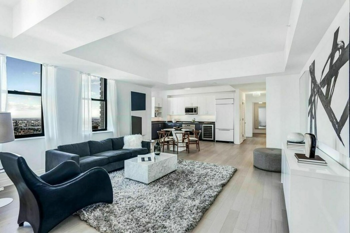 2 Bedroom Penthouse with Terrace in Amazing Fidi Location
