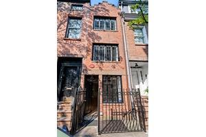 Historical & Pressworthy Townhouse for Sale in West Village  - 75 1/2 Bedford Street