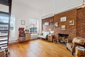 RARE DUPLEX RIGHT IN THE HEART OF BROOKLYN HEIGHTS