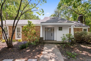 Newly Renovated Sag Harbor Home Close to Village!