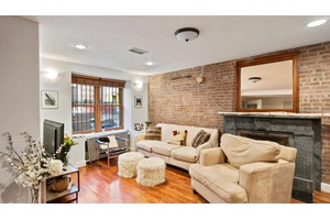 Beautiful Garden Duplex Home - Easy Commute - Located On Central Harlem