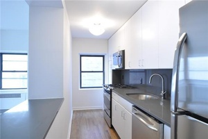 Full Floor 4 Bedroom - 2 Bath..Midtown South Central - Full Service building -