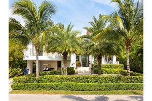 CHARMING HOME AT KEY BISCAYNE