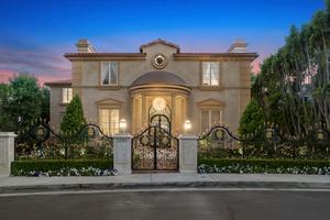 Versace Mansion - West