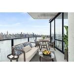 !! Sunny 3 Bedroom 2 Bath Beauty Overlooking Manhattan Skyline !!