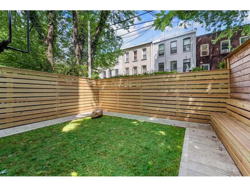 Massive 2 Bedroom Duplex Unit With Private Outdoor Space 2