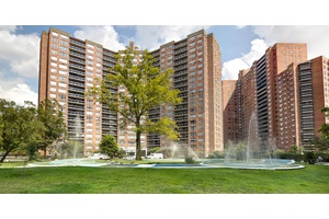 4 Bedroom Spacious Apartment in the Center of Forest Hills