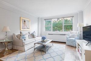 Chic 1-Bedroom with Home Office