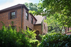 FOREST HILLS RENOVATED FOUR BEDROOM