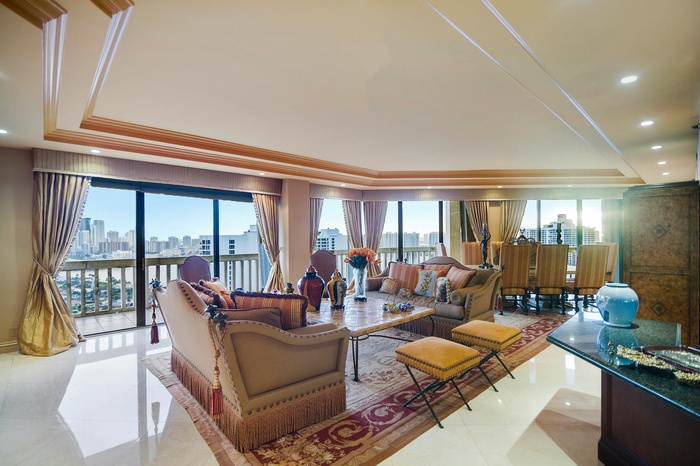 Live Your Life In Excellence At Your Penthouse In Turnberry Towers