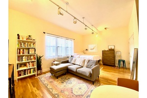 bright and spacious studio in Brooklyn Heights!