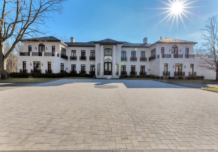 11,000 Sq. Ft. Modern Masterpiece in Matinecock