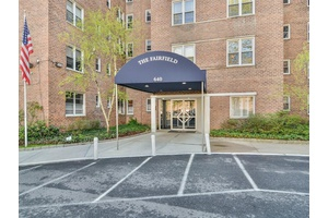 Conveniently located building on a quiet street in Spuyten Duyvil.