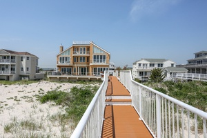 Oceanfront With Pool and Everything U Want!