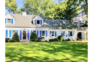 Waterfront 4 bedroom home in Southold with dock