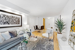 Bright 1 Bedroom on Upper East Side with Street Views