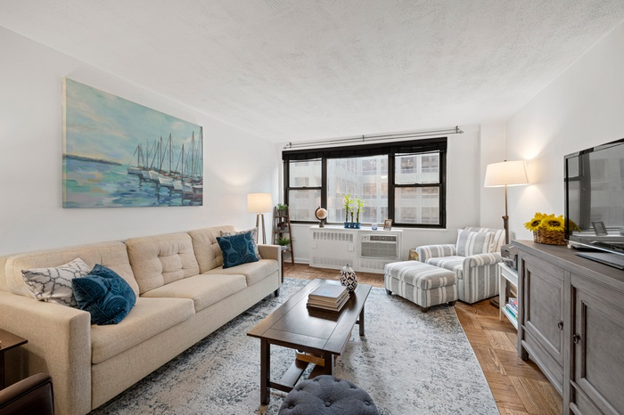 SUN-DRENCHED & OVER-SIZED ONE BEDROOM IN THE HEART OF MIDTOWN EAST