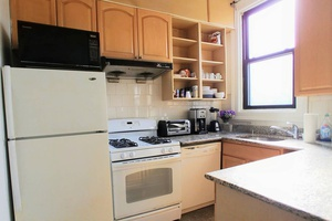 Large 2 Bedrooms steps away from Journal Square Path