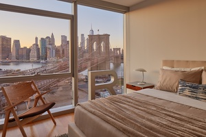 DUMBO 2 BED 2 BATH 1,000 SF SKYLINE AND WATER VIEWS WASHER/DRYER SPLIT BEDS CENTRAL HEAT & A/C PETS ALLOWED