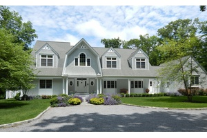 Stunning North Haven 7 Bedroom With Pool