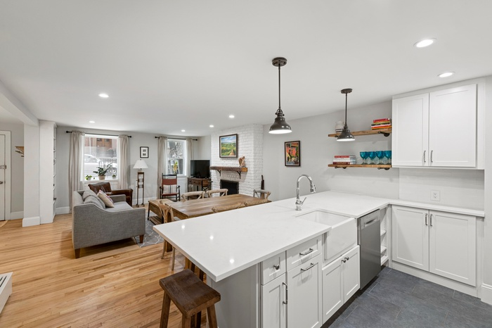 Charming Cobble Hill 2 Bed with Outdoor Space