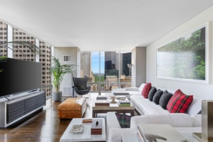 641 5th Avenue (Olympic Tower) Residence 24AB