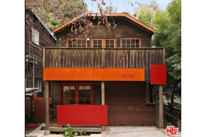 AWESOME 3+3 BEVERLY GLEN CANYON RETREAT IN ROSCOMARE SCHOOL AREA! PRICED RIGHT - MUST SEE!