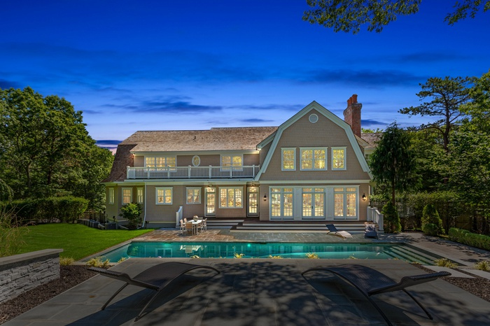Colonial Estate in Watermill NY
