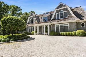 Magnificent East Hampton Luxurious Retreat