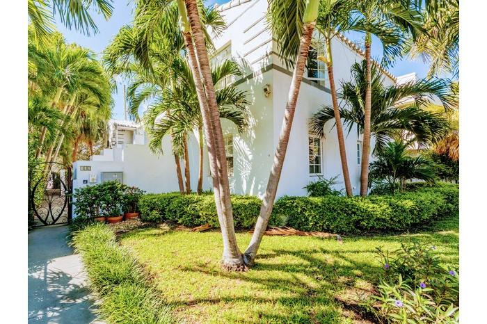 Heart Of Miami  Radiant 2BR/2BA Condo, Terrace, Steps to Flamingo Park & Lincoln Road