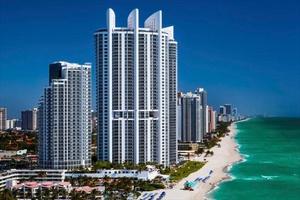 Miami Beachfront Condo-Hotel Resort, 1 bedroom unit with water views