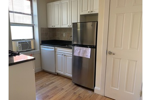 One Bedroom - Renovated Kitchen - Large Livingroom - Elevator/Laundry - Murray Hill
