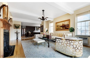 NEW LISTING MASSIVE CORNER UNIT IN THE BEAUTIFUL LONDON TERRACE TOWERS, LARGEST IN BUILDING !