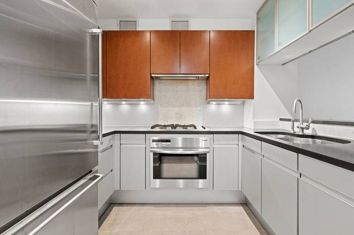 LUXURIOUS 2 BED AT THE MILAN !