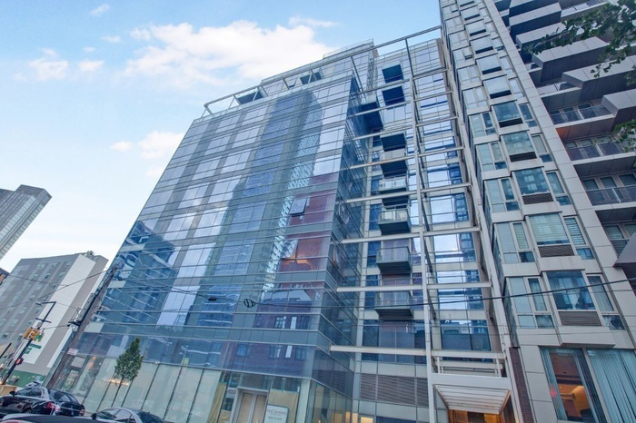 Large One bedroom with windowed home office - Court Square - Long Island City