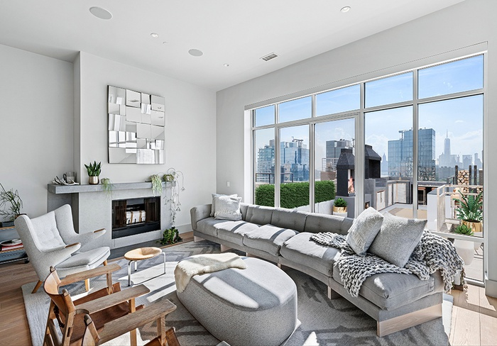 JAW-DROPPING PENTHOUSE WITH ENDLESS NYC SKYLINE & RIVER VIEWS