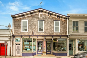 GORGEOUS HISTORICAL COMMERICAL SPACE DOWNTOWN GREENPORT