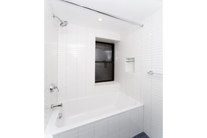 PRIME LOWER EAST SIDE 4BR 2BATH,WASHER/DRYER,1 MONTH FREE PLUS NO FEE,