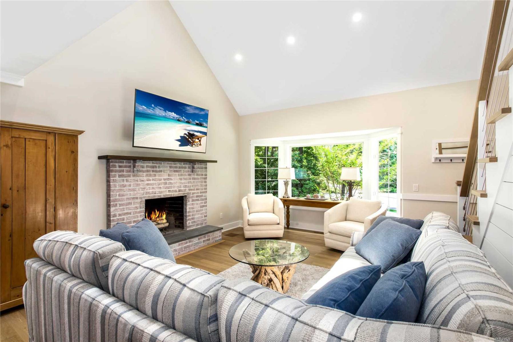 Living Room w. Fireplace