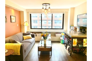 Sun Filled large 1 Br 1ba Flatiron Coop steps to Union Square