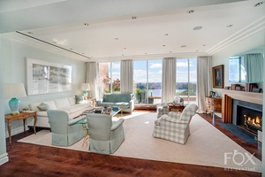 This is perhaps the most romantic river penthouse on the Upper East Side, once owned and occupied by Irving Berlin.
