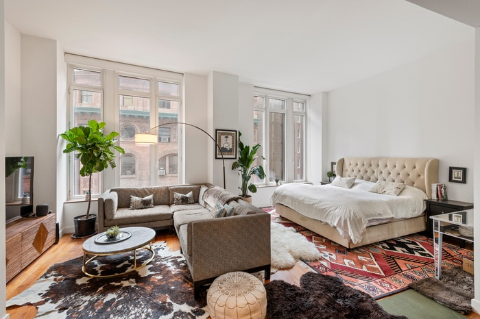 Large studio with walk in closet, W/D in unit, and fabulous amenities!