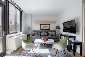 Sunny Studio with Outdoor Space Near Everything At Noilta Place