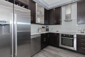 PRICED TO SELL! Fabulous 2-Bedroom, 1-bath in a sprawling 1180 sqf