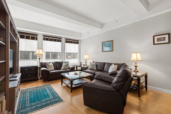 Lofty 1 Bed + Home Office  at 90 William!